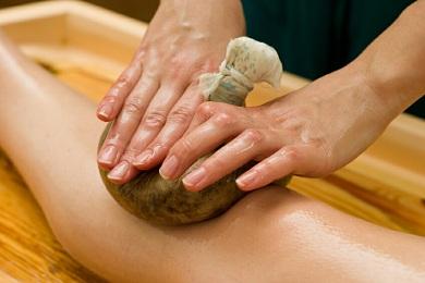 Massaggio con Olio Ayurveda